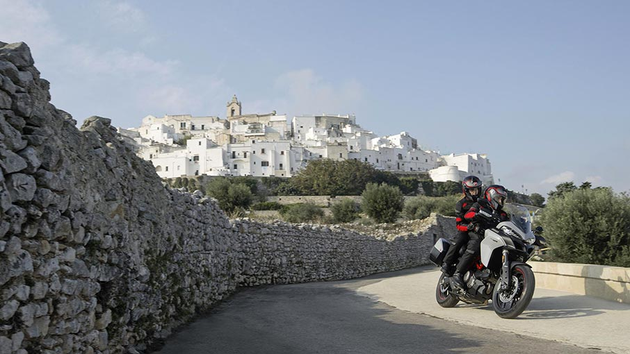 Multistrada-950-S-MY19-Ambience-17-Gallery-906x510
